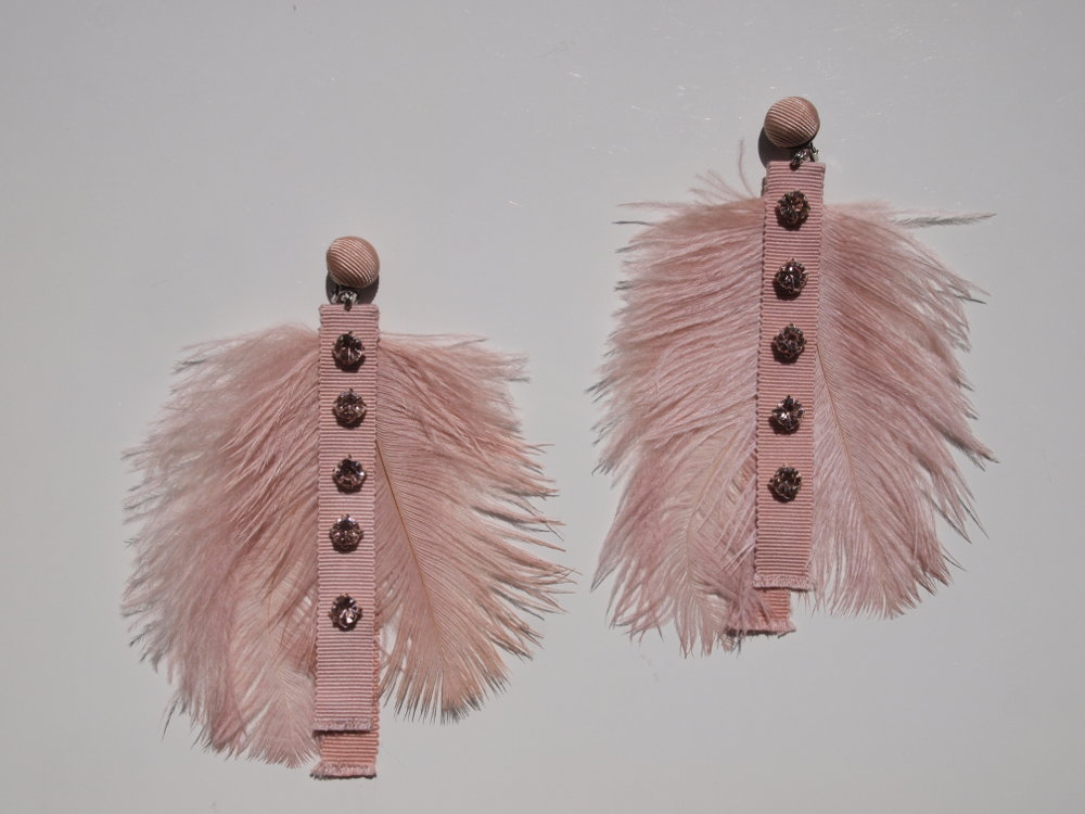 feather earrings in nude